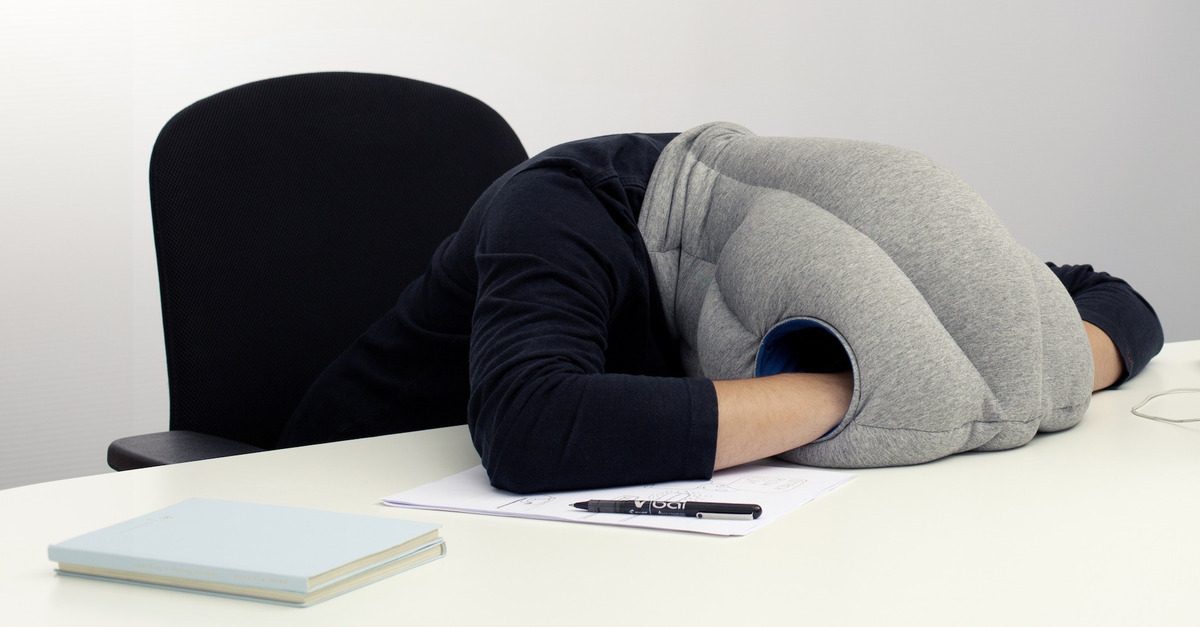 OSTRICH-PILLOW_Studio-Banana-THiNGS_kawamura-ganjavian_05